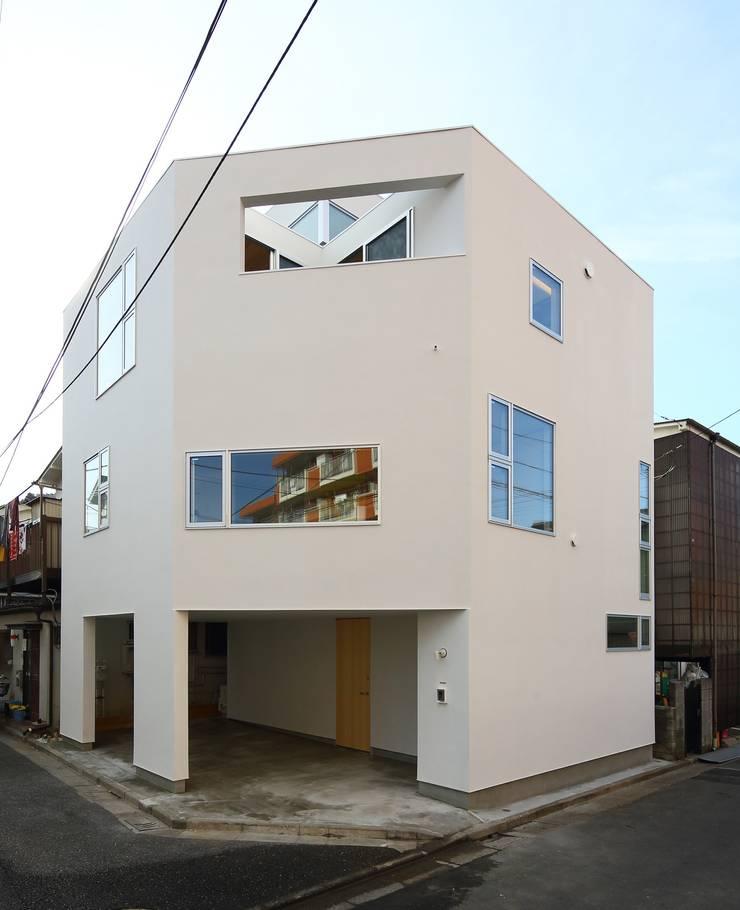 平和台の家: アトリエ スピノザが手掛けた家です。,モダン