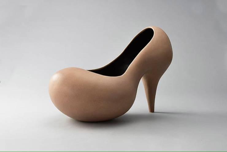 Heel: 陶芸家 山口美智江が手掛けたアートです。