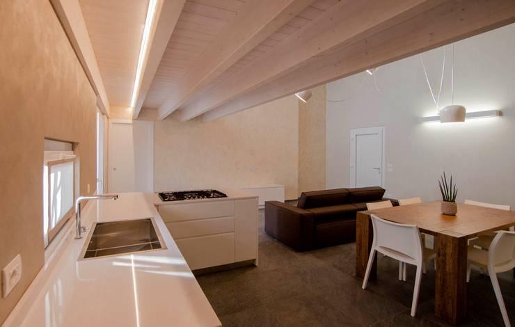 Villa Ilaria, casa in legno: Soggiorno in stile in stile Moderno di Progettolegno srl