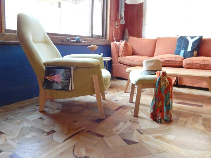 SILLON ORQUIDEA: Livings de estilo  por TocToc - Muebles y Objetos Argentinos