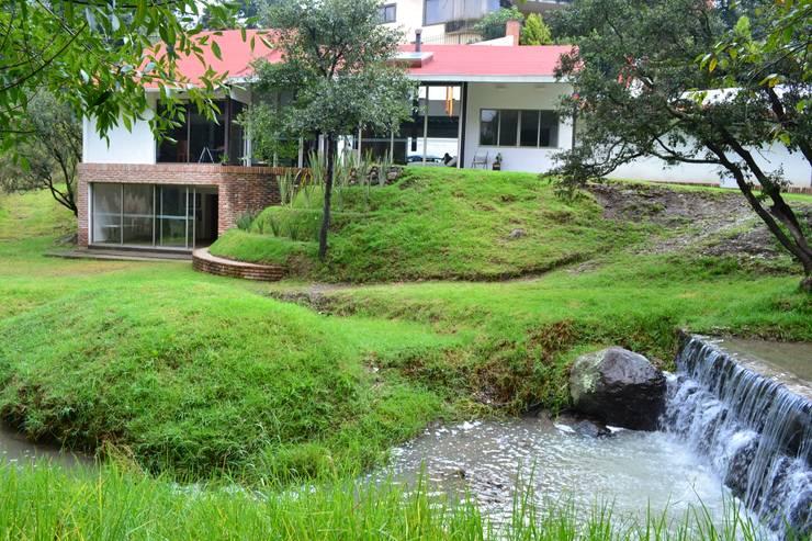 desde el rio: Jardines de estilo  por CESAR MONCADA S