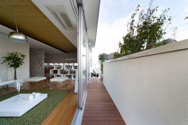 凛椛Organic: 一級建築士事務所 株式会社KADeLが手掛けたテラス・ベランダです。,