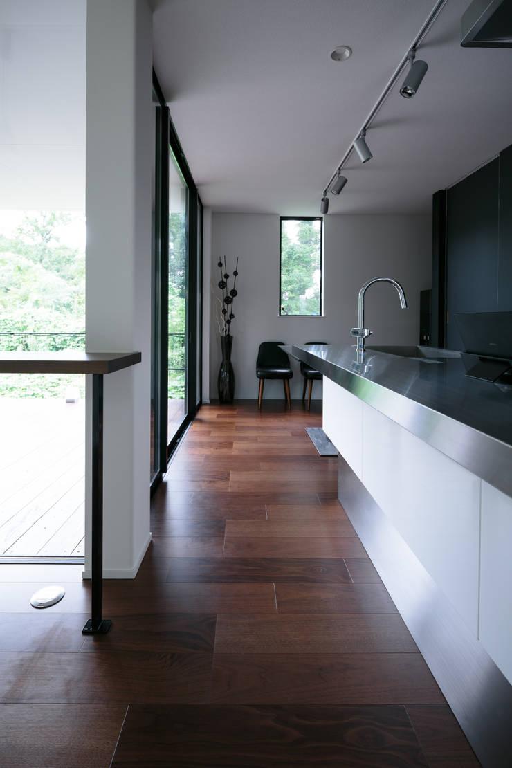 眺望の家: 一級建築士事務所 株式会社KADeLが手掛けたキッチンです。