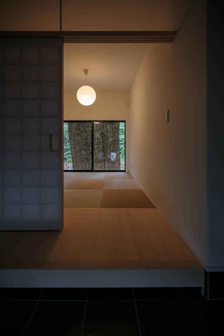 眺望の家: 一級建築士事務所 株式会社KADeLが手掛けた和室です。