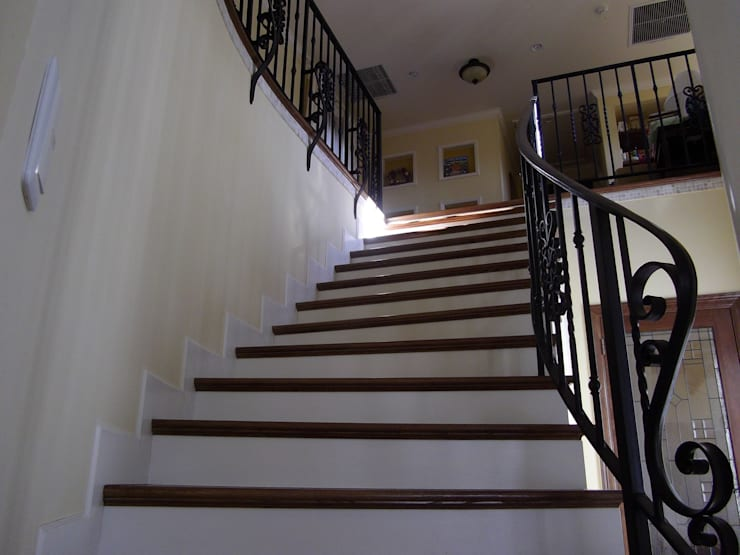 TA house   SANKAIDO: SANKAIDO   株式会社 参會堂が手掛けた廊下 & 玄関です。,