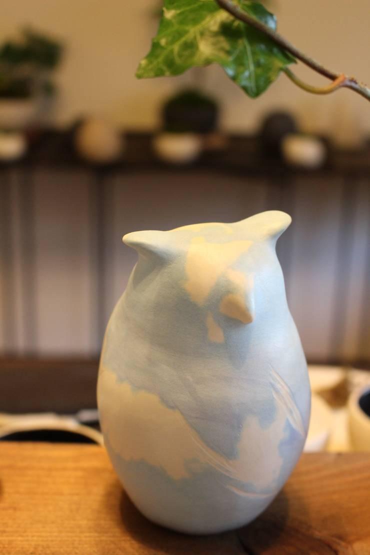 空シリーズ シマフクロウ sky series Blakiston's fish owl: 陶刻家 由上恒美                                          Ceramic Sculptor  tsunemi yukami  が手掛けたアートです。