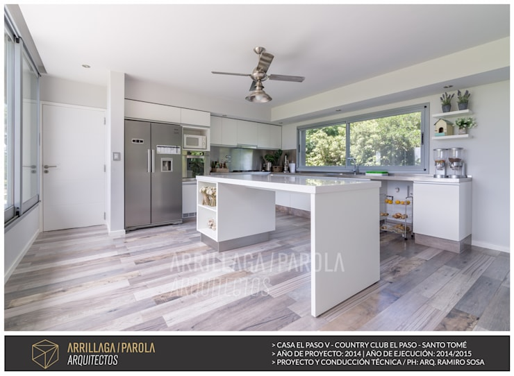 modern Kitchen by ARRILLAGA&PAROLA