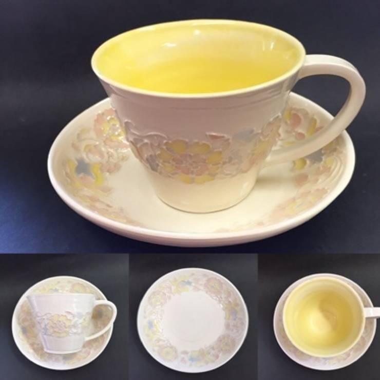新作レースの器 パステルカラーカップ: 陶芸工房ラ・プエルタ が手掛けたキッチンです。,