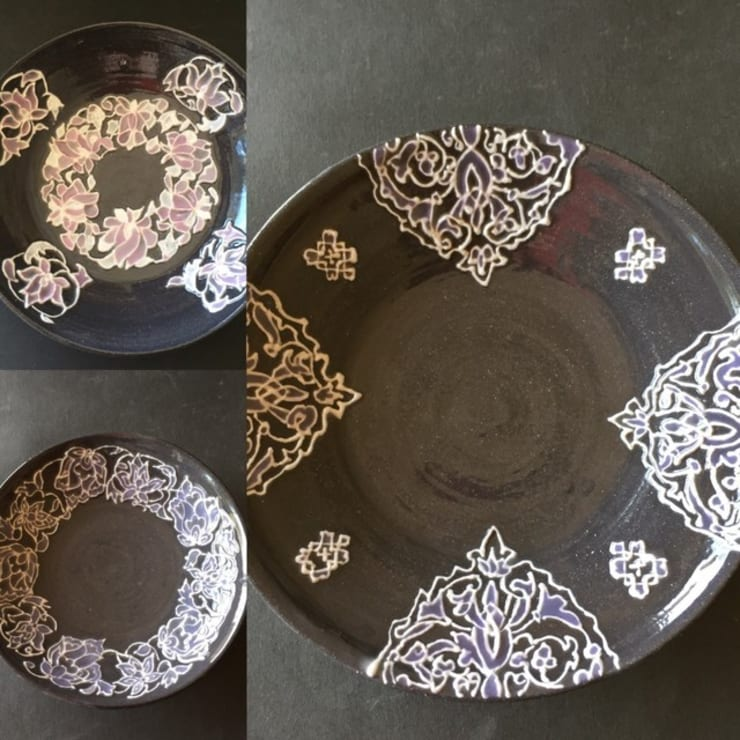新作黒いレースの器 パステルカラーの小皿: 陶芸工房ラ・プエルタ が手掛けたキッチンです。,