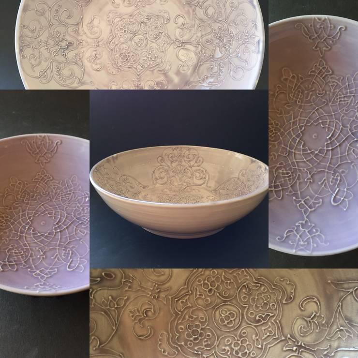新作レースの器 パステル紫 深鉢大: 陶芸工房ラ・プエルタ が手掛けたキッチンです。,