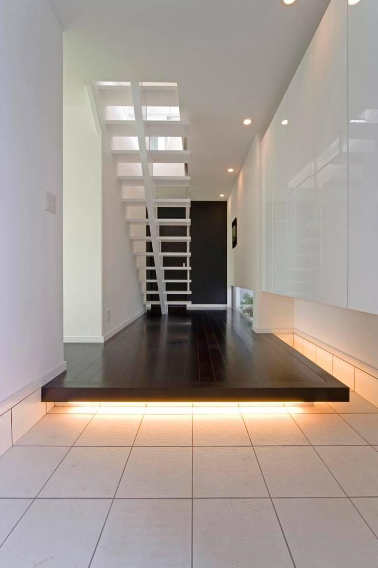 凛椛: 一級建築士事務所 株式会社KADeLが手掛けた廊下 & 玄関です。,