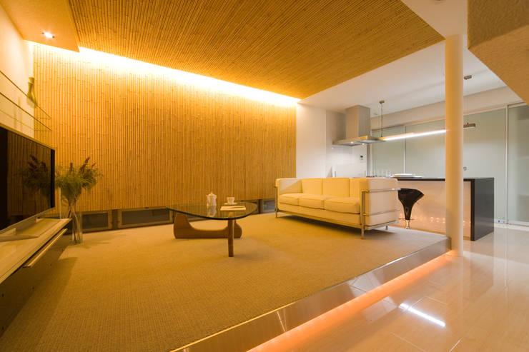 凛椛: 一級建築士事務所 株式会社KADeLが手掛けたリビングです。,
