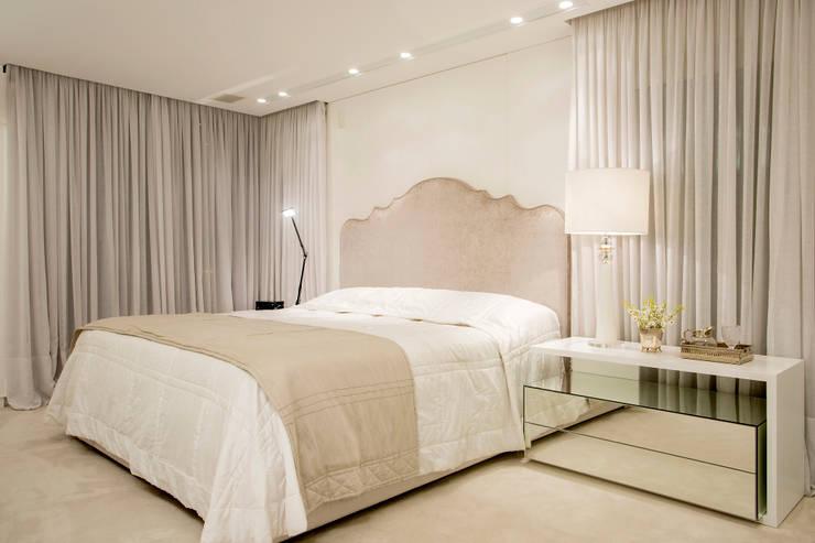 Suite do Casal: Quartos  por Karla Silva Designer de Interiores,Clássico