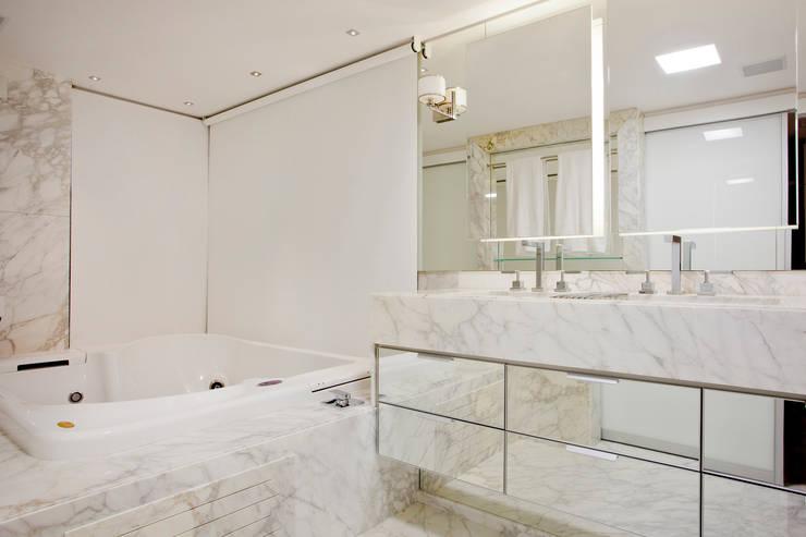 Banheiro dos sonhos: Banheiros  por Karla Silva Designer de Interiores,Moderno Mármore
