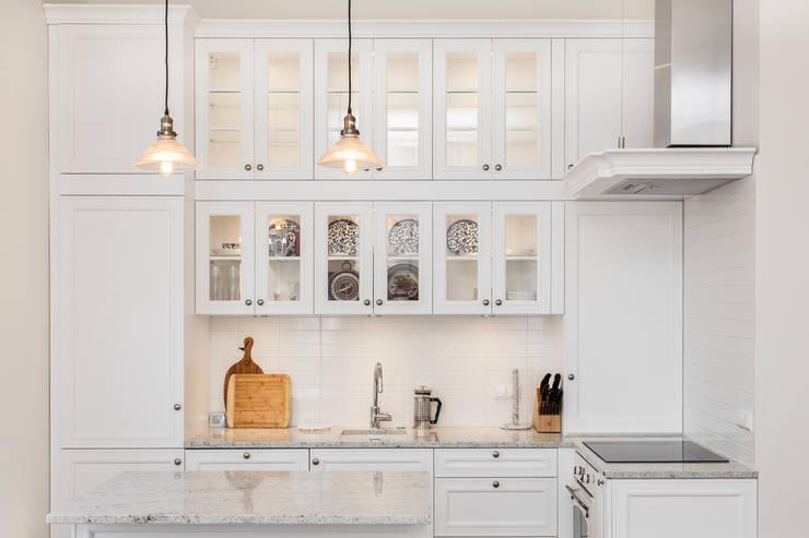 Rakowicka 8 - 68m2: styl , w kategorii Kuchnia zaprojektowany przez UNQO,Klasyczny
