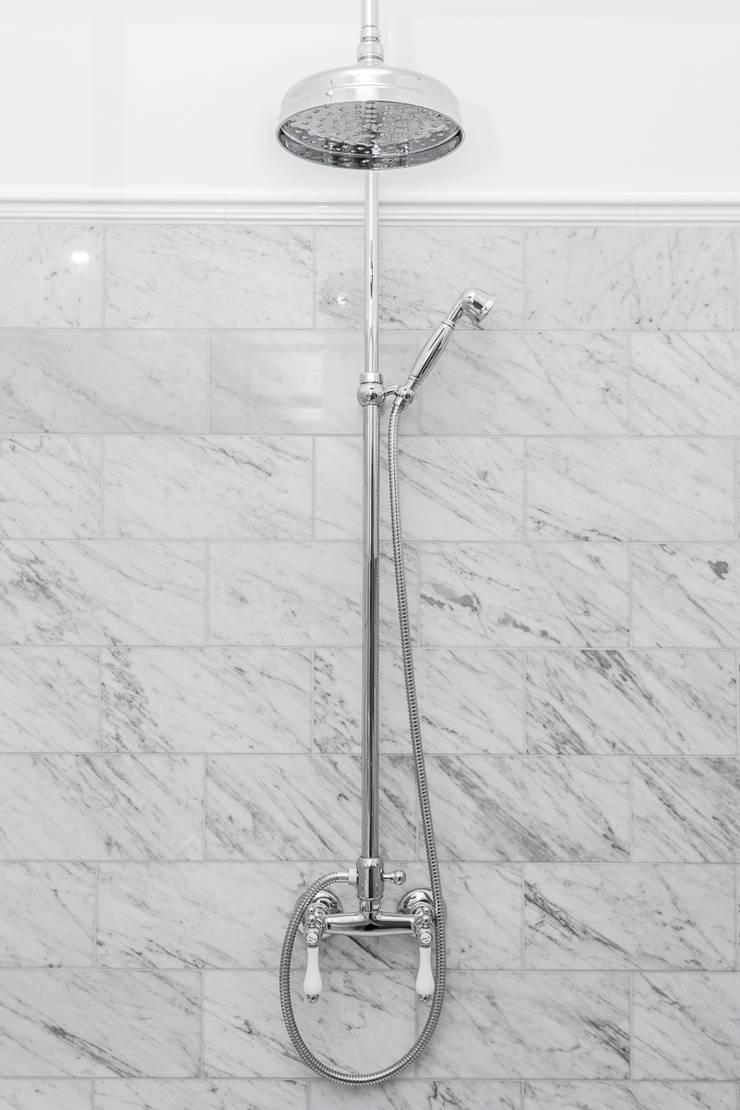 Rakowicka 8 – 68m2: styl , w kategorii Łazienka zaprojektowany przez UNQO