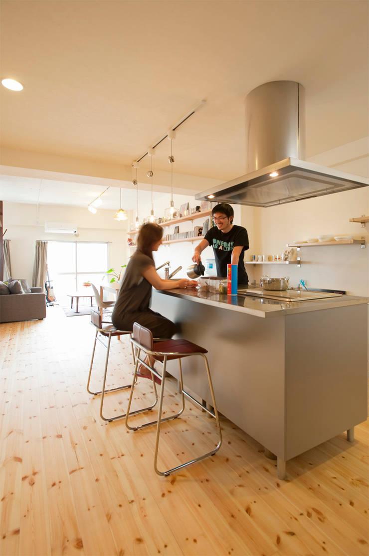 生活の中心はキッチン・・・食べて飲んで楽しく暮らす: 株式会社スタイル工房が手掛けたです。