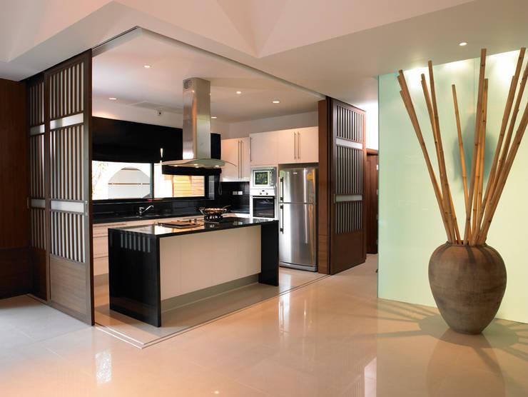 Casa Particular: Cocinas de estilo  de Bondian Living
