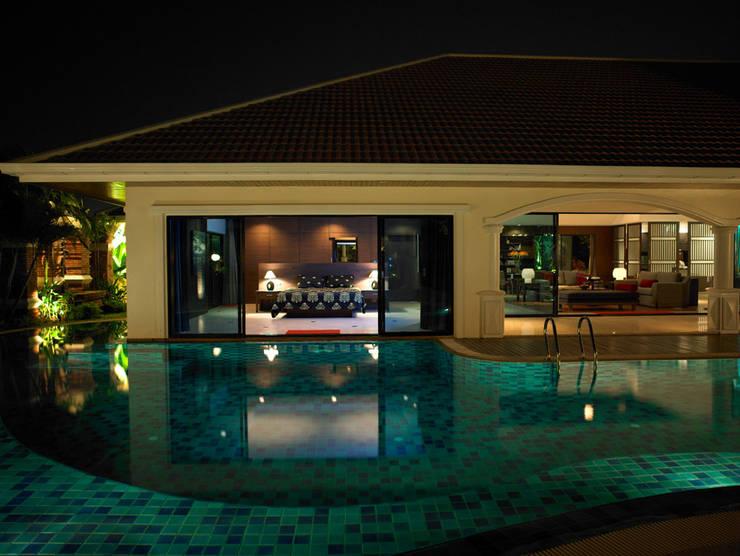 Casa Particular: Piscinas de estilo  de Bondian Living