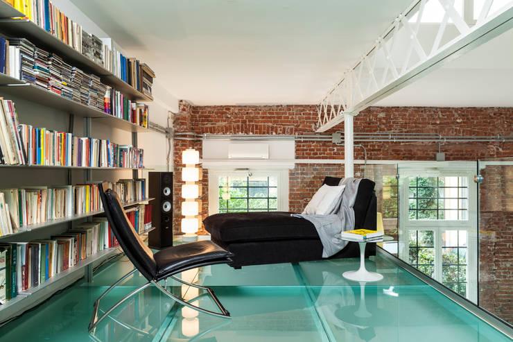 Progetto: Camera da letto in stile in stile Moderno di studio mamo