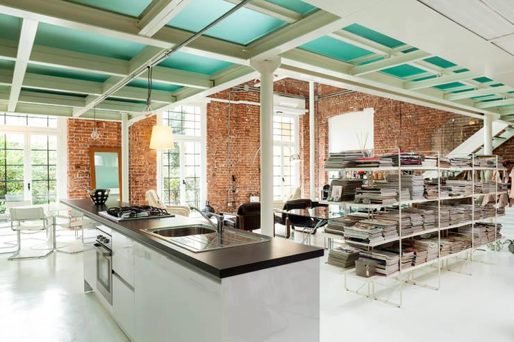 Progetto: Cucina in stile in stile Moderno di studio mamo
