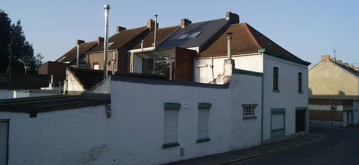 Une annexe parmi les autres...: Maisons de style de style Moderne par VORTEX atelier d'architecture