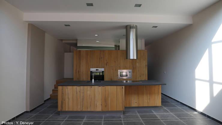 Une annexe parmi les autres...: Cuisine de style de style Moderne par VORTEX atelier d'architecture
