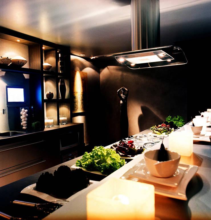 PROJETO ARQ. ELAINE BETTIO: Cozinhas modernas por BRAESCHER FOTOGRAFIA