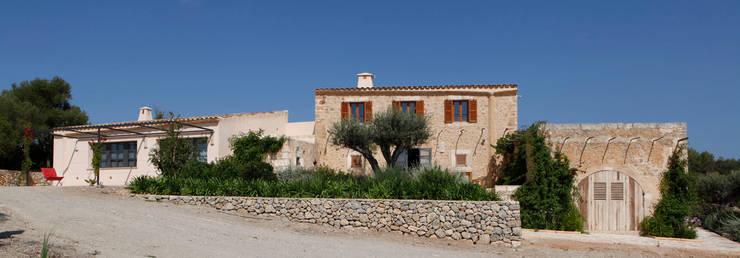 Son Manxo: Casas de estilo rural de beppoarquitectura
