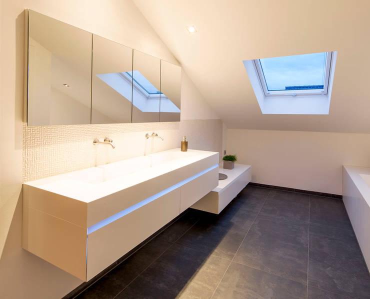 minimalistic Bathroom by Architektur Jansen