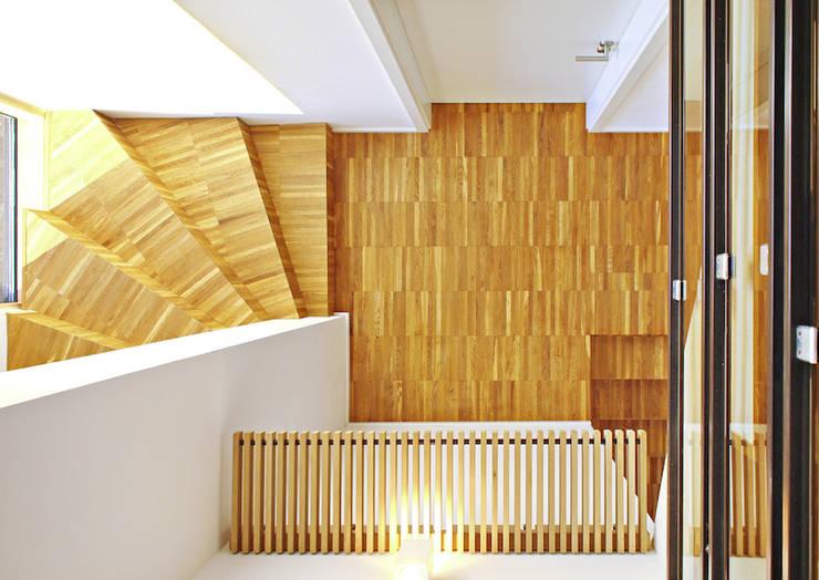 2-Familien-Doppelhaushälfte in Plankstadt:  Flur & Diele von Miccoli ARCHITEKTUR+IMMOBILIEN Atelier