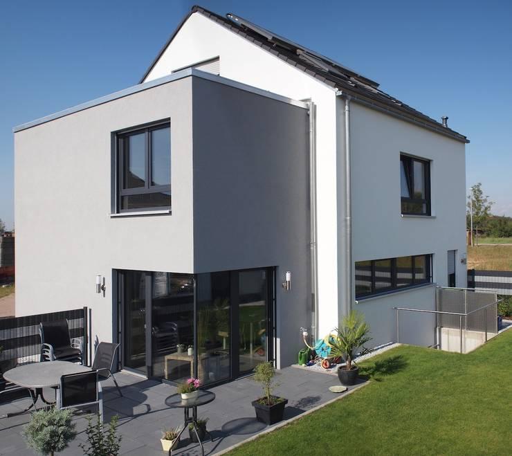 moderne Huizen door Miccoli ARCHITEKTUR+IMMOBILIEN Atelier
