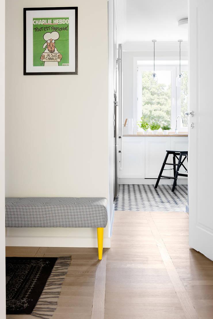 Sentymentalne mieszkanie na Muranowie: styl , w kategorii Korytarz, przedpokój zaprojektowany przez Dagmara Zawadzka Architektura Wnętrz,Eklektyczny