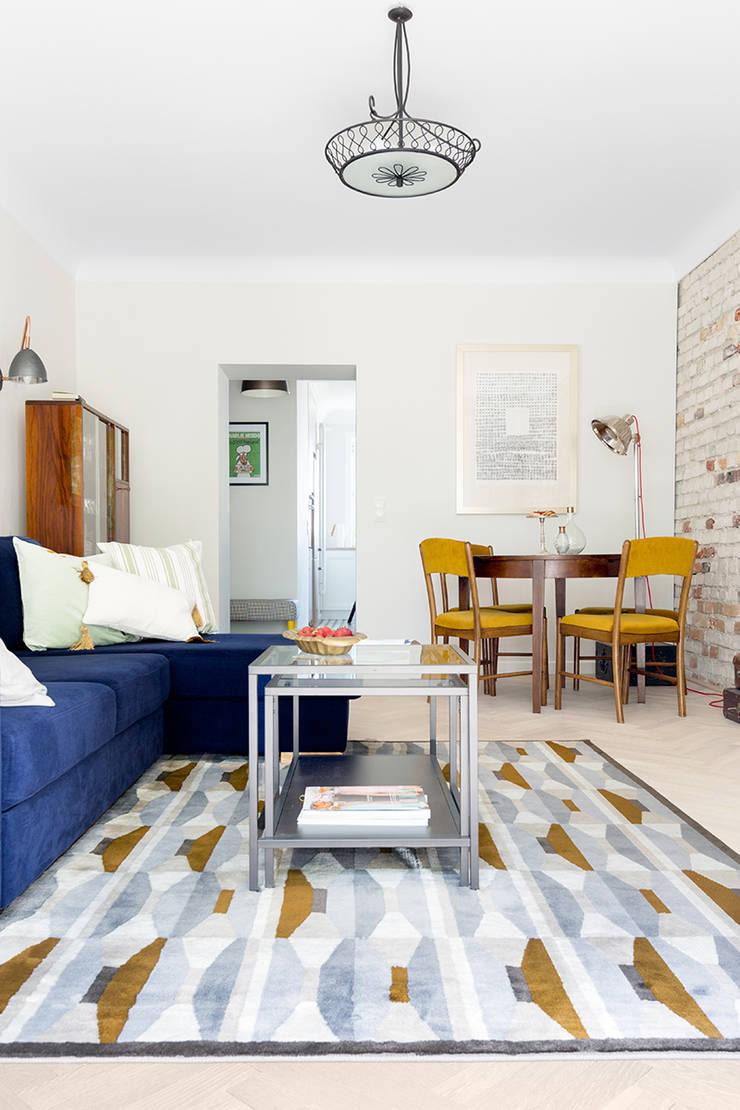 Sentymentalne mieszkanie na Muranowie: styl , w kategorii Salon zaprojektowany przez Dagmara Zawadzka Architektura Wnętrz,Eklektyczny
