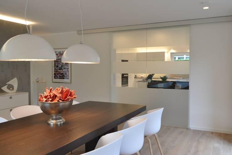 Comedores de estilo moderno por Klocke Möbelwerkstätte GmbH
