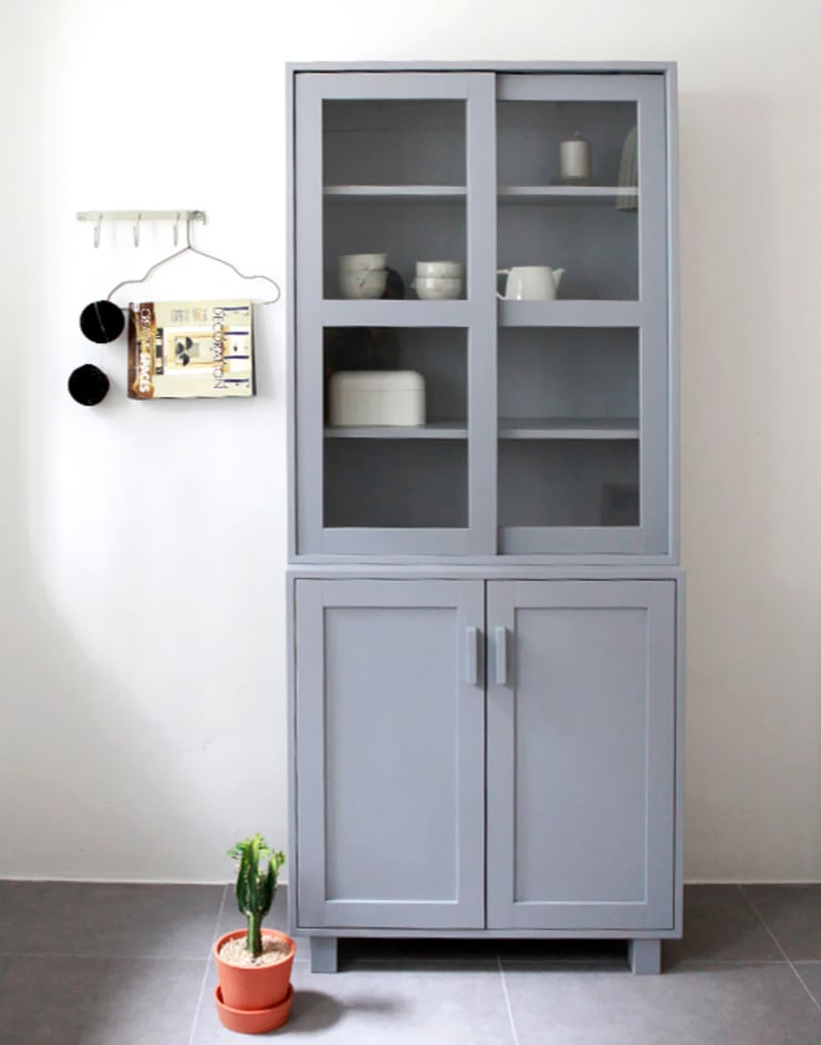 프렌치그레이그릇장: 폴앤리나 paul&lina의  주방,