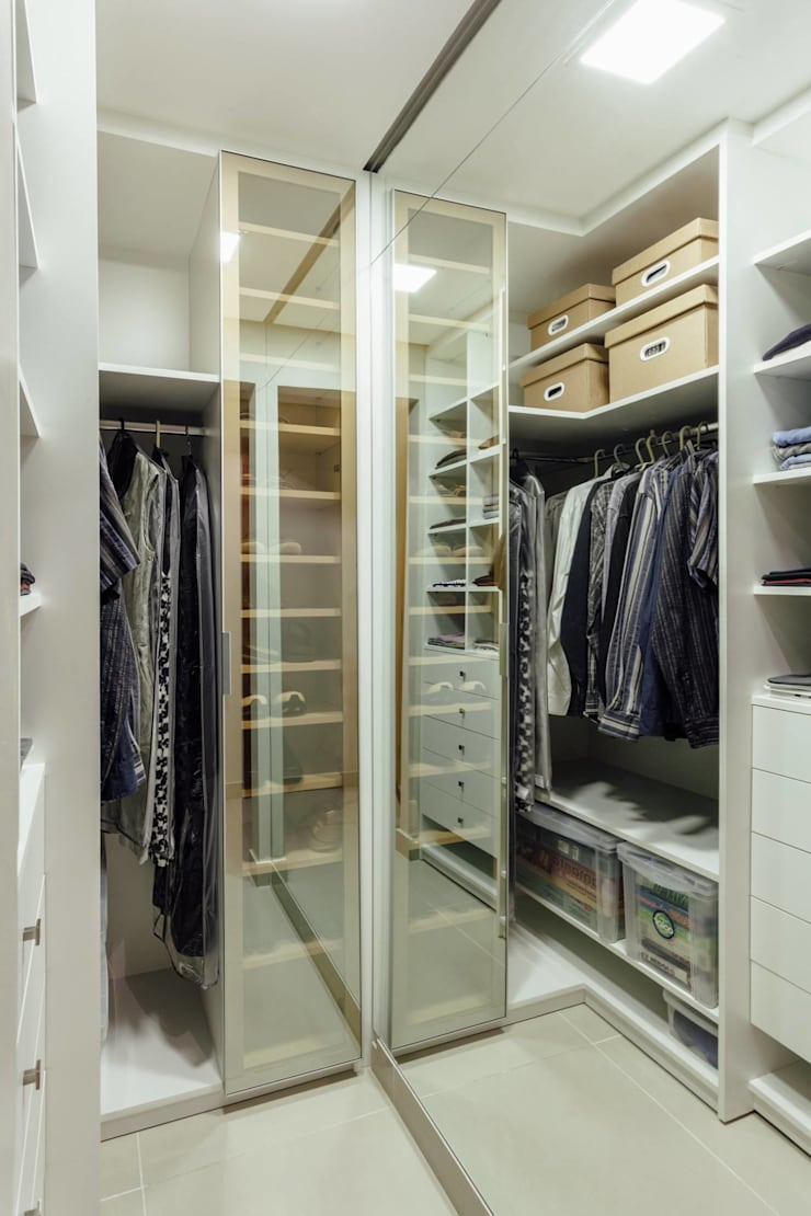 CLOSET GS_MENINO DEUS: Closets  por Ambientta Arquitetura