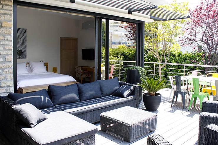 Exemples de rénovation d'habitation.: Salon de style de style Moderne par Madeleine AVANTIN