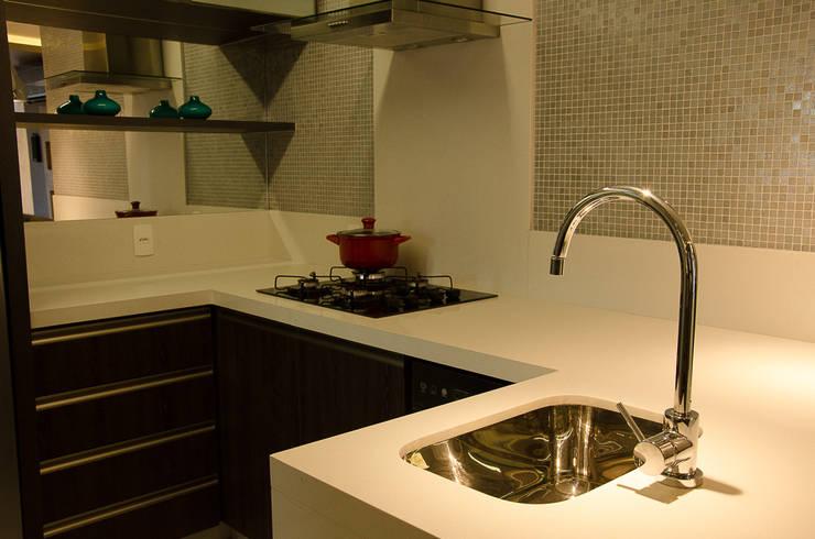 Kitchen by GhiorziTavares Arquitetura, Minimalist
