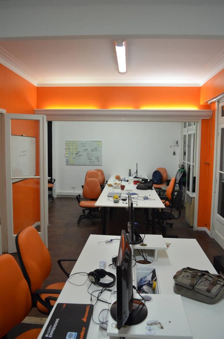 Oficinas Corporativas : Oficinas y Tiendas de estilo  por Area61 Arquitectura,Moderno