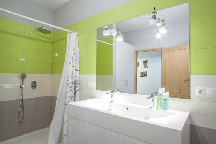 Parter w domu jednorodzinnym: styl , w kategorii Łazienka zaprojektowany przez Patyna Projekt