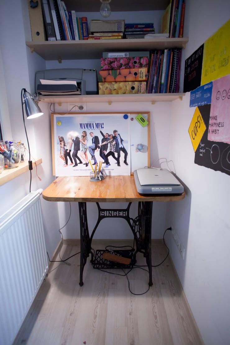 Parter w domu jednorodzinnym: styl , w kategorii Domowe biuro i gabinet zaprojektowany przez Patyna Projekt