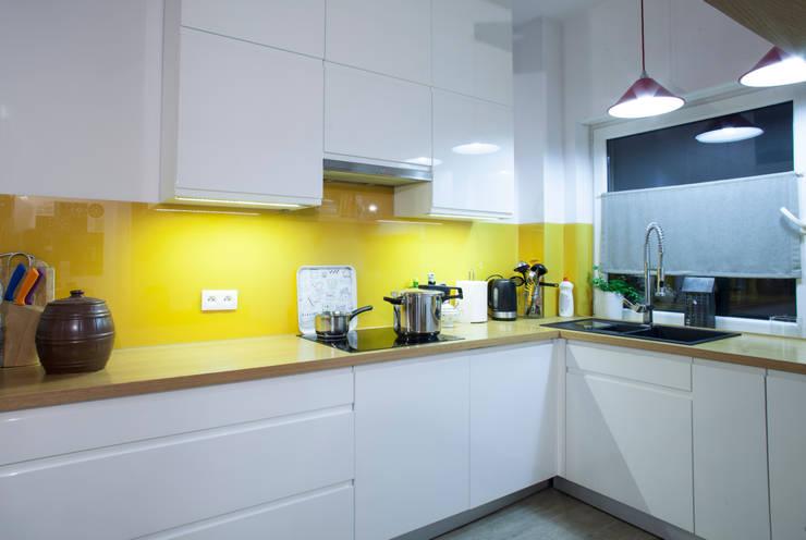Parter w domu jednorodzinnym: styl , w kategorii Kuchnia zaprojektowany przez Patyna Projekt