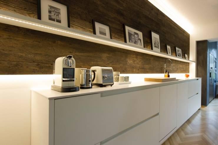 Küche Krefeld: moderne Küche von ZABOROWSKI ** Kreativer Innenausbau