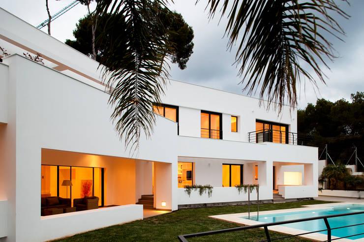 Casas de estilo moderno por Eduardo Irago Fotografia