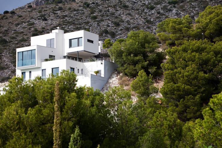 Vivienda Unifamiliar: Casas de estilo  de Eduardo Irago Fotografia