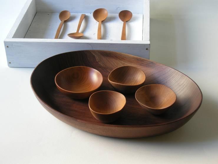 木の器: 桜木工舎が手掛けたキッチンです。