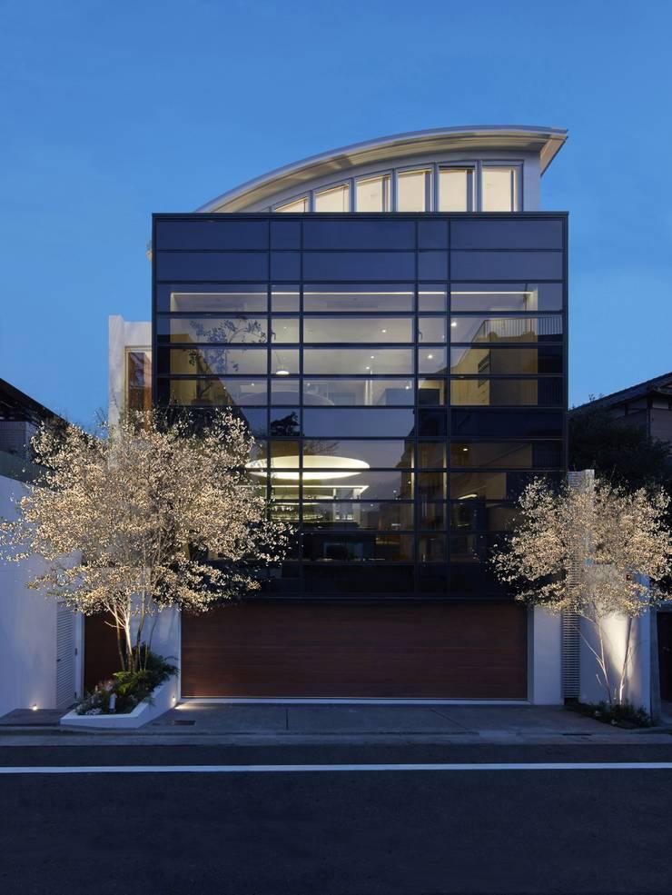 SAKURA SAKURA SAKURA HOUSE: Mアーキテクツ 高級邸宅 豪邸 注文住宅 別荘建築 LUXURY HOUSES   M-architectsが手掛けた家です。,モダン