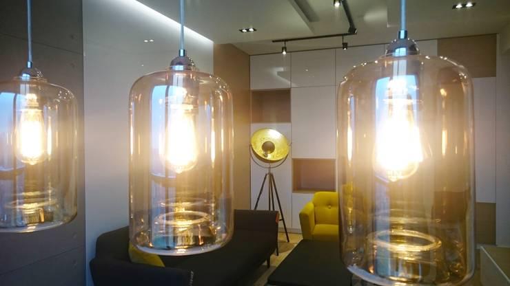 Mieszkanie 50 m2 na warszawskiej ochocie: styl , w kategorii Salon zaprojektowany przez project art