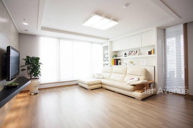 Living room by 퍼스트애비뉴